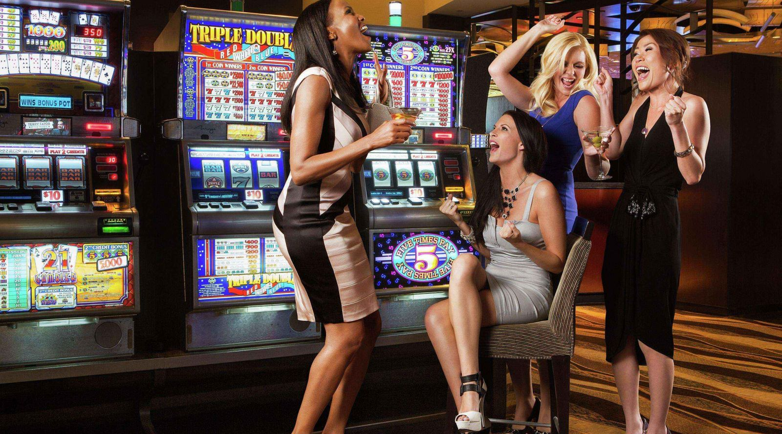 women_at_casinos